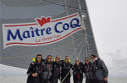 <p>Les salariés de Maître CoQ en visite sur le voilier de Yannick BESTAVEN. LDC 2019</p>